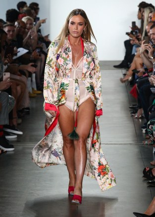 _Kyle-&-Shahida-NYFW-SS20-9.8.19---photo-by-Andrew-Werner,-RUNWAY-Look-24